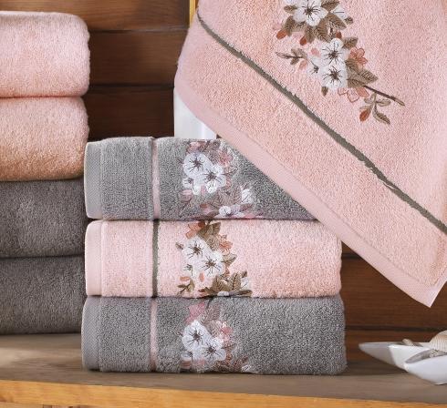 Kolekce vyšívaných froté ručníků a osušek